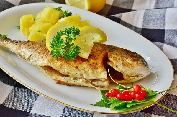Weihnachten-Fischgericht
